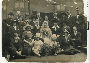 Ient family group in about 1920